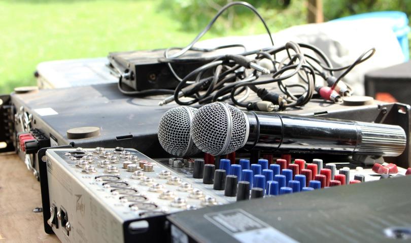 mic-2307301_1920.jpg