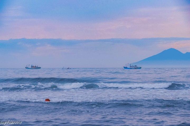 宜蘭|旅遊|宜蘭外澳沙灘 在日出時捕捉夢幻紫色調 寧靜海邊釋放心中喧囂