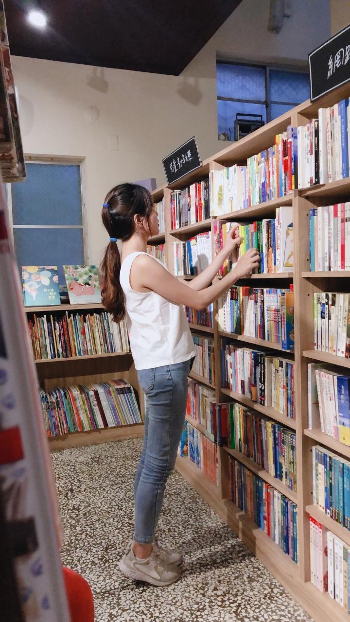 新竹|旅遊|玫瑰色的世界 送給玫瑰色的你 粉色沉浸的書本世界 玫瑰色二手書店